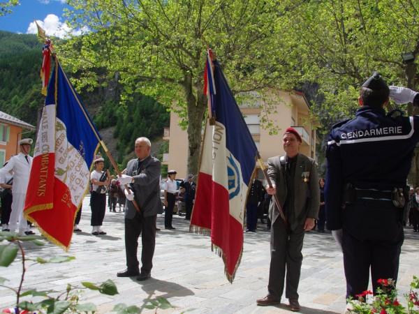 commemoration-mai-hommage-drapeau-isola