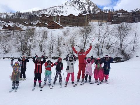 isola-2000-2018-enfants-deguises-a-ski-01