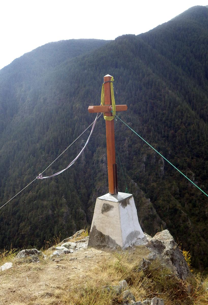 Installation croix site Champ de la Coue