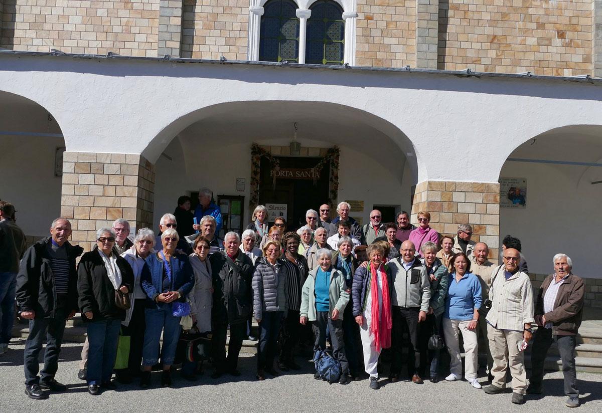Isola - Groupe devant le sanctuaire