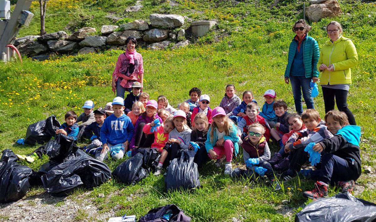 Ramassage des déchets sur la station d'Isola 2000 par les enfants de l'école des Cabris - Isola 2000 - Juin 2018