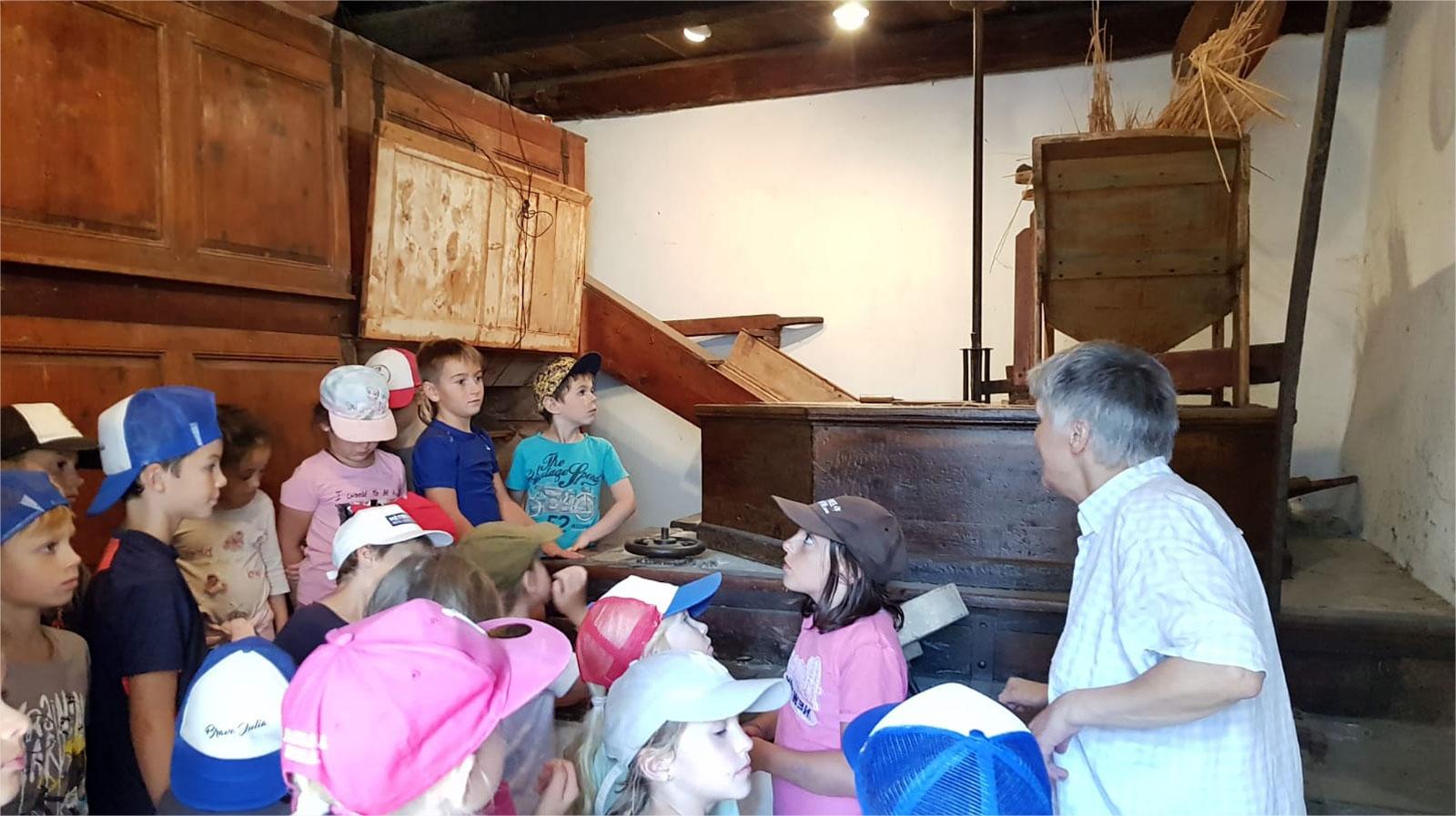 Les enfants de l'école des Cabris d'Isola 2000 en visite au moulin